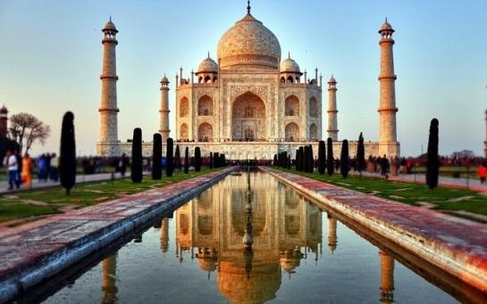 Тадж Махал считается символом Великой любви, воплощенной в камне