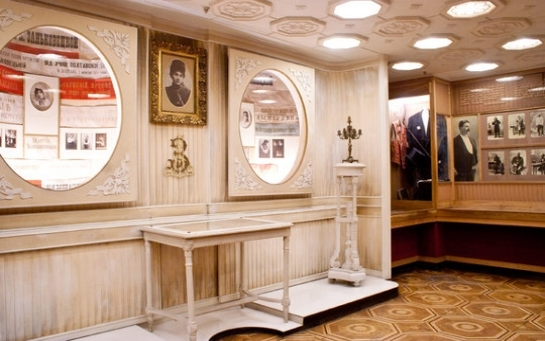 Зачем деятели культуры Украины лебезят перед чиновниками