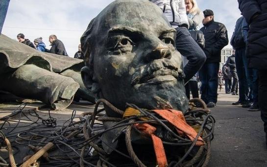 Как в Европе избавлялись от Гитлера и Ленина: полезный опыт для Украины