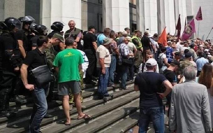 Еще разпо поводу протеста истолкновений возле ВР