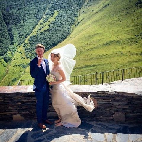 Появились новые фото со свадьбы Никиты Ефремова