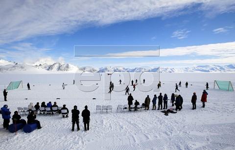 Особливості футболу в Антарктиді (4 фото) (1)