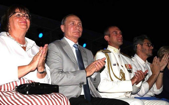 Раздвоение Путина в Крыму: в сети бурно обсуждают двойника президента РФ
