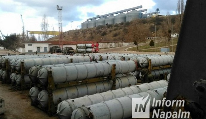 В порту Севастополя припрятаны ракеты, возможно, для войск России