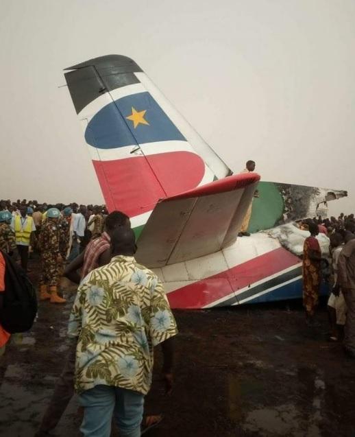 В Африке разбился пассажирский самолет, десятки жертв: появились фото (2)