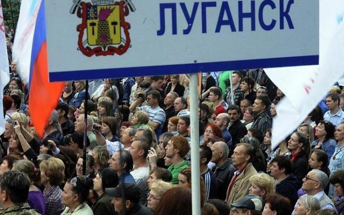Луганськ сепаратистам здала місцева влада - очевидець