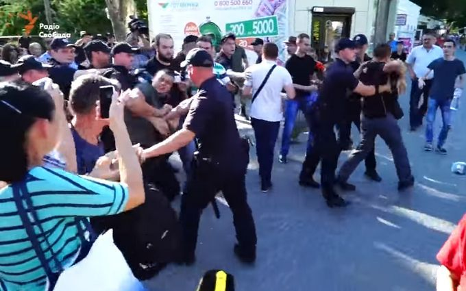 """В Одесі сталася бійка """"Правого сектора"""" і прихильників Росії: опубліковано відео"""