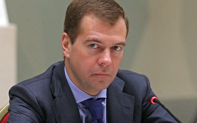 Денег не будет, вы держитесь там: в сети нашли еще один способ посмеяться над Медведевым
