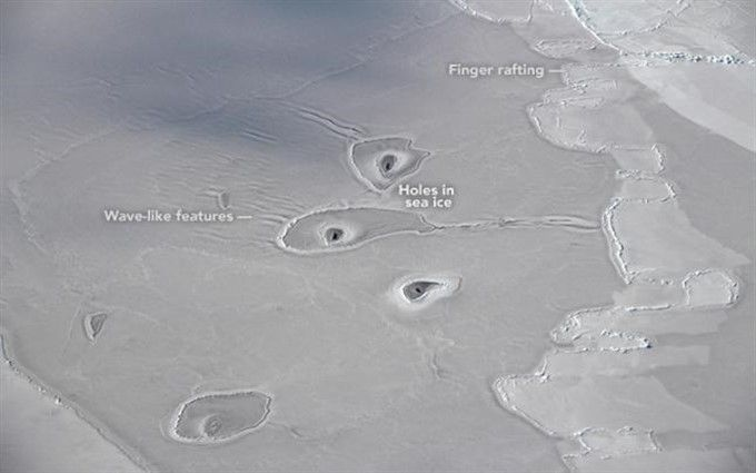 Ученые нашли загадочные отверстия в арктических льдах