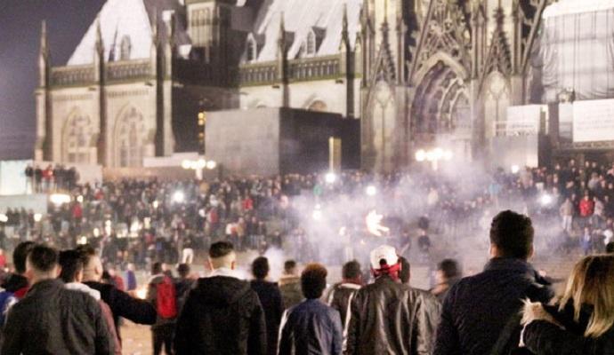 Германия может пересмотреть правила депортации мигрантов после нападений в Кельне