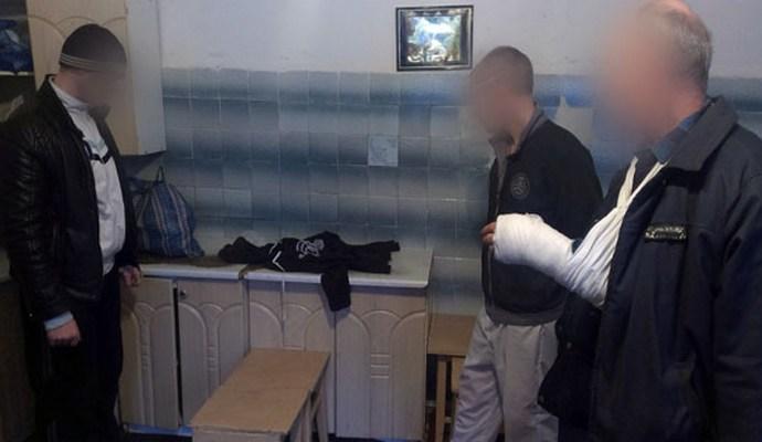 В Артёмовске пресекли попытку передачи наркотиков в следственный изолятор (3 фото)