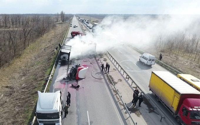 В масштабном ДТП под Николаевом пылали фуры: появились фото и видео