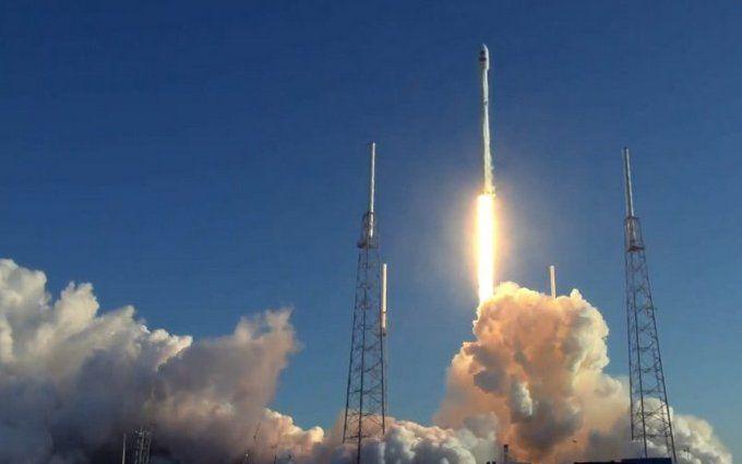 """SpaceX запустила в космос """"охотника за планетами"""": появилось захватывающее видео"""