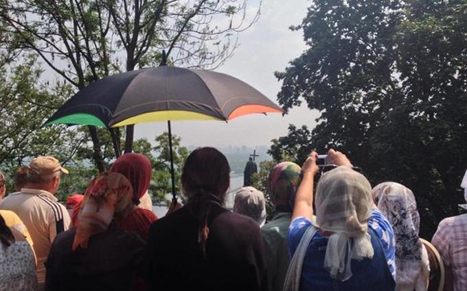 Хресна хода в центрі Києва: на молебень приїхав глава УПЦ МП та депутати Оппоблока