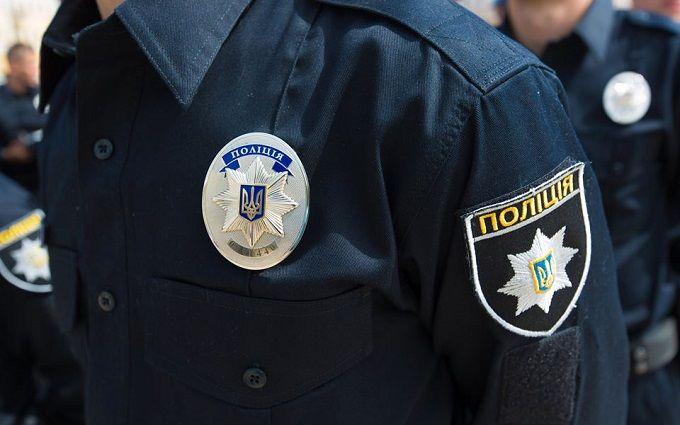 Під мерією в Одесі відбулися сутички, постраждав поліцейський: з'явилися фото і відео