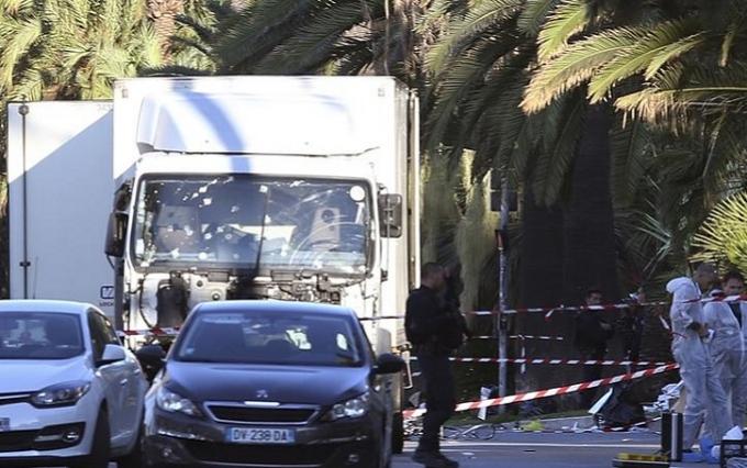 Страшний теракт в Ніцці: з'явилися подробиці про постраждалих і нове відео трагедії