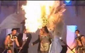 У Сальвадорі на конкурсі краси прямо на сцені загорілася учасниця: з'явилося жахливе відео