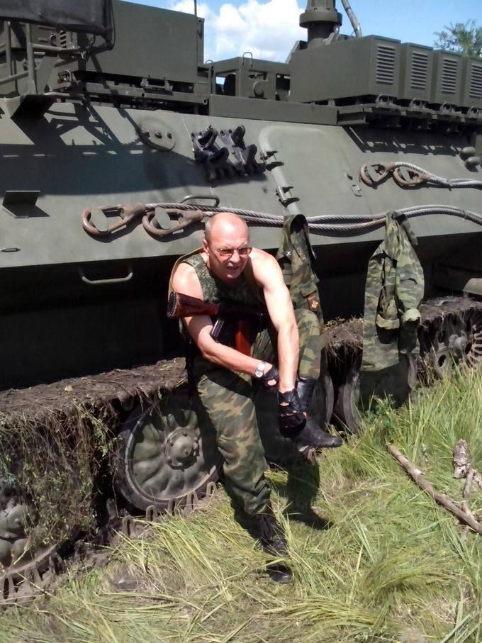 Найманці з Білорусі катаються по Донбасу на російській техніці: опубліковані фото (13)