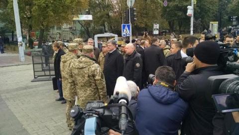 На Михайлівській площі у Києві відкрилась виставка сучасних озброєнь (12 фото) (1)