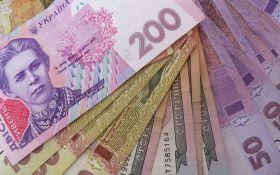 Курс гривны в Украине искусственно снижают ради двух целей - экономист