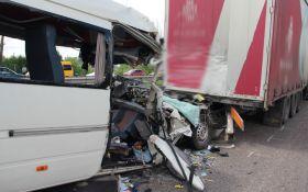 Смертельное ДТП под Житомиром: появились жуткие подробности и список жертв аварии