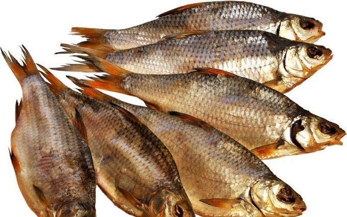 Из-за смертельного отравления в Киеве временно запретили продавать вяленую рыбу