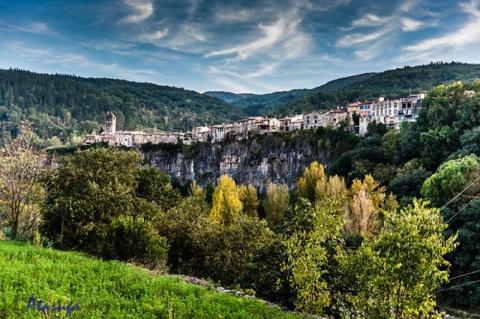 Города, построенные на скалах (15 фото) (13)