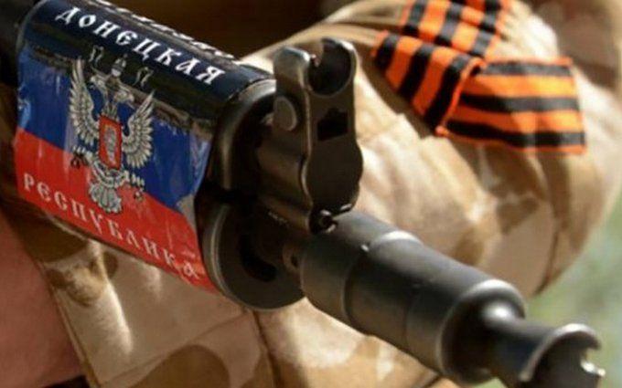 """Боевики """"ДНР"""" обстреляли поселок на Донбассе, пострадал мирный житель"""