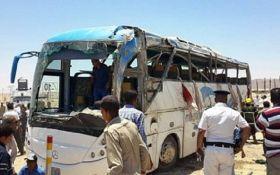 В Єгипті бойовики розстріляли автобус із християнами: понад 20 загиблих