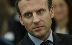 """Еммануель Макрон погрожує розбомбити """"хімічні об'єкти"""" в Сирії"""