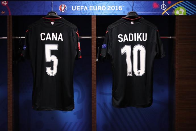 Евро-2016: хронология матчей третьего тура в группе А (10)