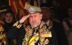 Король Малайзії несподівано зрікся престолу: що сталося