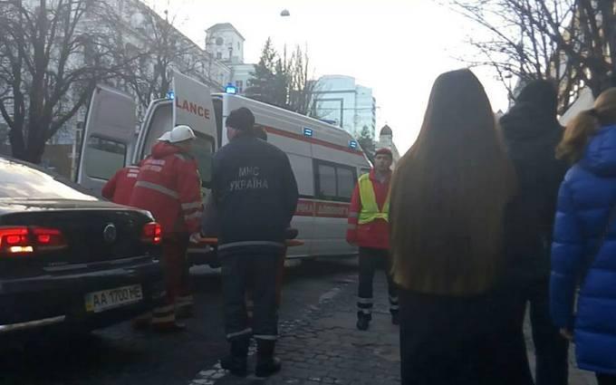 Появились новые фото и подробности с места обвала здания в Киеве