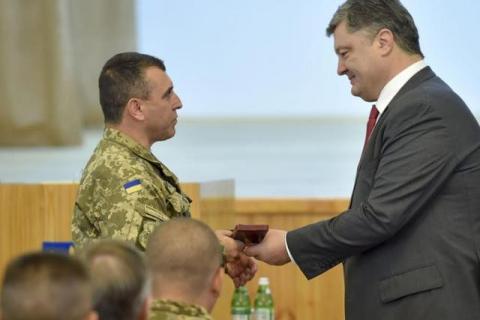 Порошенко нагородив 15 бойових командирів АТО (4 фото) (2)