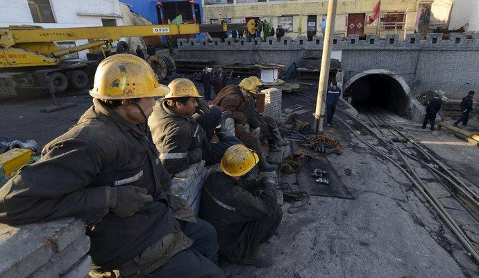 В Китае из-под завалов спасли четырех шахтеров