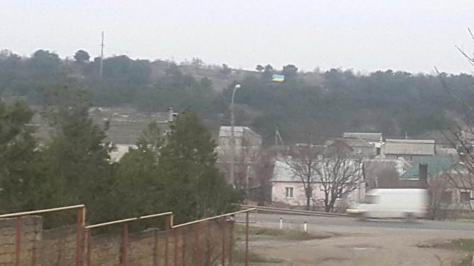 Над оккупированным Симферополем взвился флаг Украины: появились фото (7)