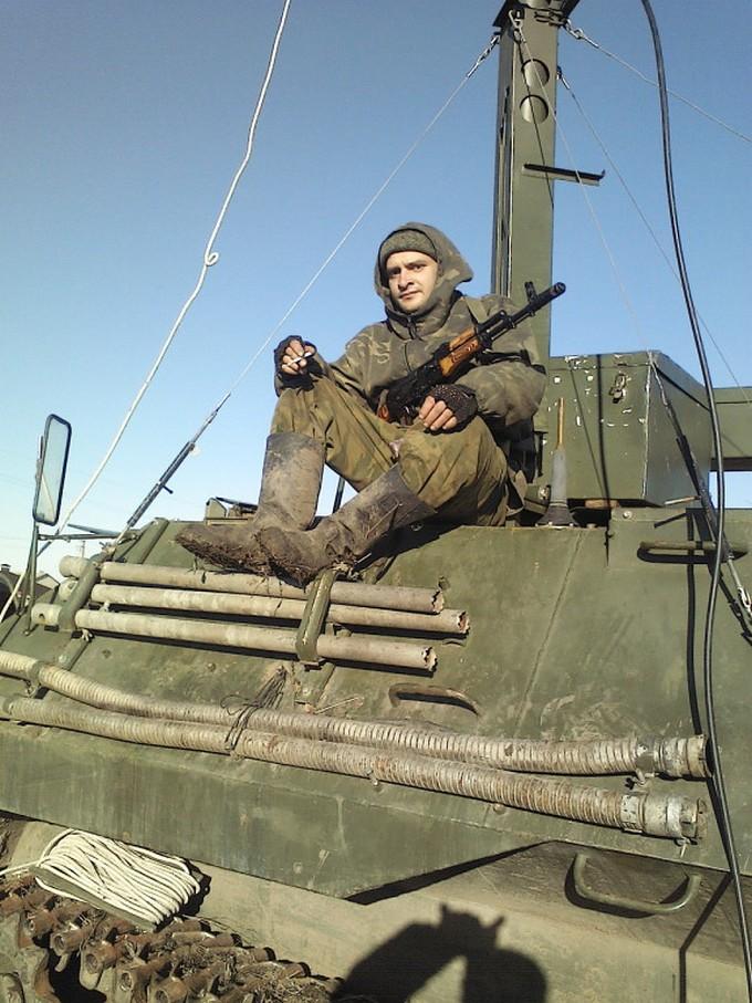 Найманці з Білорусі катаються по Донбасу на російській техніці: опубліковані фото (21)
