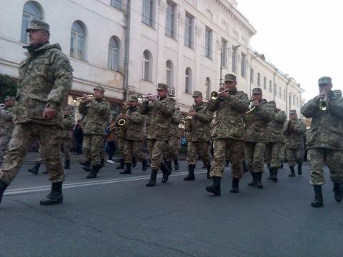 День захисника України в Житомирі відзначили урочистою ходою почесної варти (8 фото) (2)
