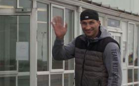 Кличко прилетел на бой с Джошуа и дал интервью в аэропорту: появились фото и видео