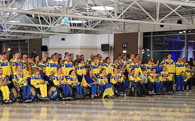 Перші герої Паралімпіади-2016 повернулися в Україну: опубліковані фото і відео