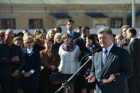 Робоча поїздка президента почалася з відкриття Центру обслуговування громадян Одеської міської ради (8 фото) (3)