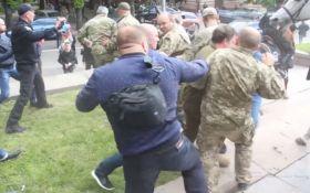 В сети назвали титушек, которые 9 мая атаковали ветеранов АТО в Днепре: появились фото