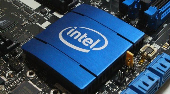 Руководитель Intel знал опроблемах спроцессорами, когда реализовал акции компании