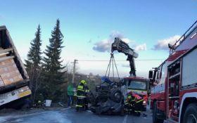 В результате масштабного ДТП в Чехии погибли несколько украинцев: жуткие фото и видео