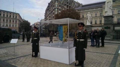На Михайлівській площі у Києві відкрилась виставка сучасних озброєнь (12 фото) (2)