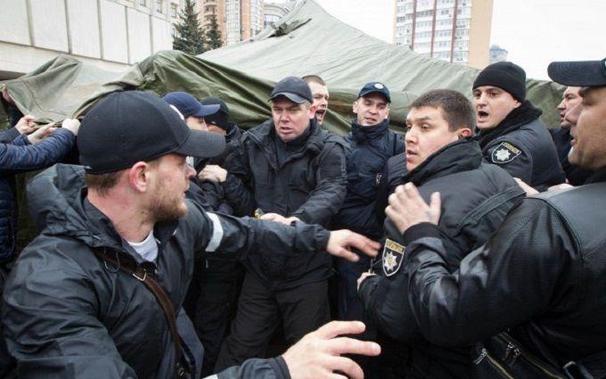 В Киеве водители маршруток подрались с полицейскими: появились фото
