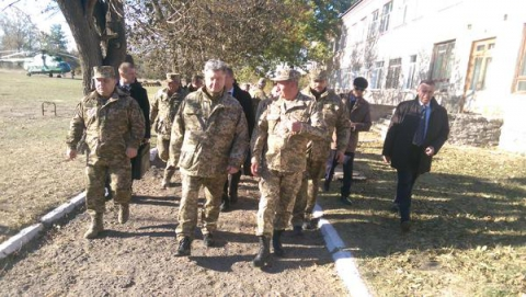 У ході візиту в Луганську область Порошенко підписав указ про стратегію патріотичного виховання молоді