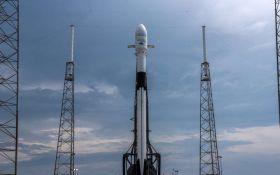 SpaceX провела рекордный запуск ракеты в космос с массивным спутником на борту: появилось видео