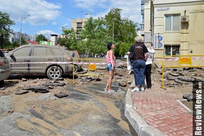Масштабный прорыв трубы в Киеве произошел из-за испытаний коммунальщиков: опубликованы фото (5)