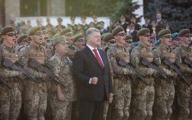 Порошенко повысил зарплату украинским военным и полицейским